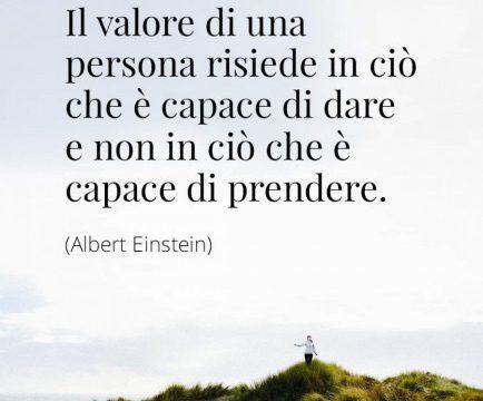 PENSIERI DI VITA: Il valore di una persona risiede in ciò che è capace di dare e non in ciò che è capace di prendere